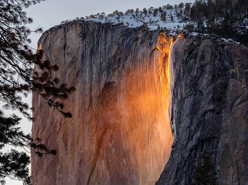 """Horsetail Fall Yosemite veranderd in """"Lava"""" Waterval!"""
